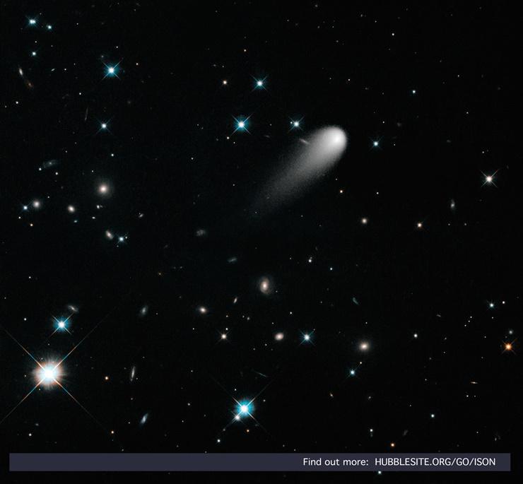 Een prachtig beel van ISON door de ogen van Hubble. Let ook op de verre sterrenstelsels.  Credit: NASA, ESA, and the Hubble Heritage Team (STScI/AURA)